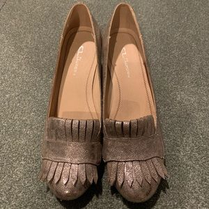 CL by Laundry metallic loader pumps sz 10